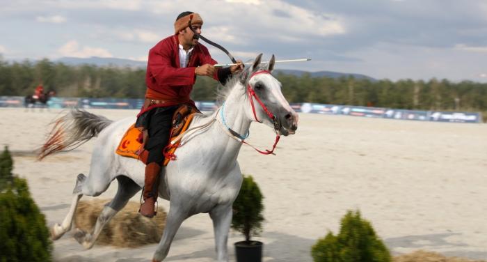 Erzurum'da Türk Oyunları coşkusu