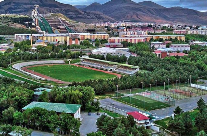 Atatürk Üniversitesi kampüsü turuncu bayrak