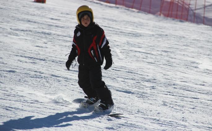 Erzurum'da kayak severler eğlenceye doyamadı