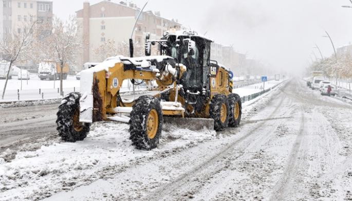 Erzurum karla mücadelede de Türkiye'ye örnek belediye oldu