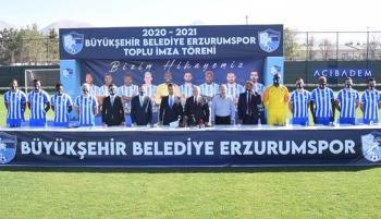 Erzurumspor 9 yeni futbolcusunu törenle tanıttı