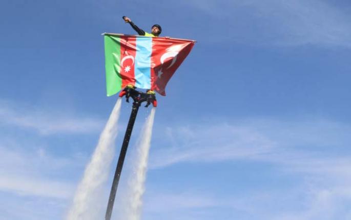 Göl üzerinde, gökyüzünde Azerbaycan'a tam destek