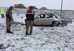 Aşkale'de trafik kazası: 1 ölü 2 yaralı