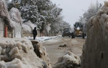 Aziziye Belediyesi'nde karla mücadele mesaisi