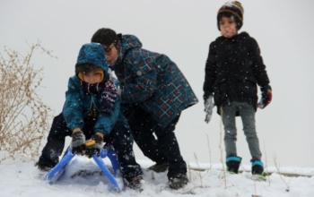 Erzurum'da çocukların kar coşkusu