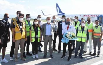 Erzurumspor'u DHMİ çalışanları çiçeklerle uğurladı!
