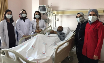 Korona hastası 155 gün sonra yoğun bakımdan çıktı