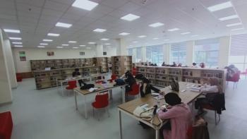 Kütüphaneler dolu dolu