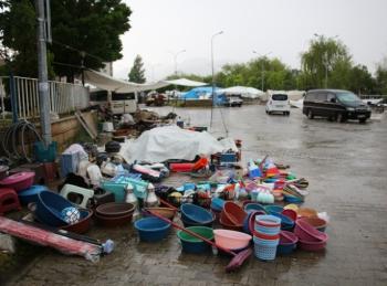 Oltu'da dolu ve sağanak yağış etkili oldu
