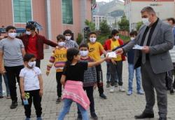 Palandöken Belediyesi çocuklara özel maske üretti