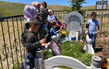 Şehit amca ve yeğeni mezarı başında anıldı