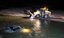 Tortum- Uzundere yolunda otomobil çaya uçtu: 3 yaralı!