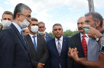 MHP heyeti Bingöl ve Erzurum'daki deprem bölgesinde