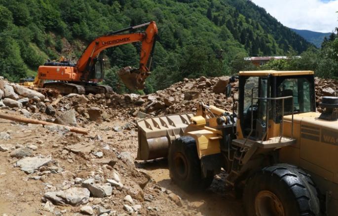 Rize-Erzurum karayolu sel nedeniyle kapandı