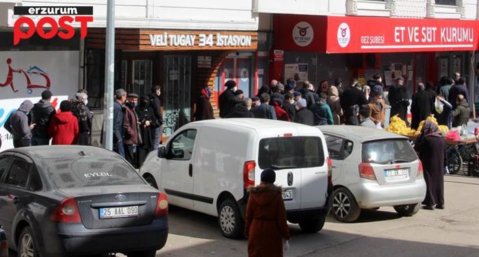 Erzurum'da kısıtlama öncesi ucuz et kuyruğu