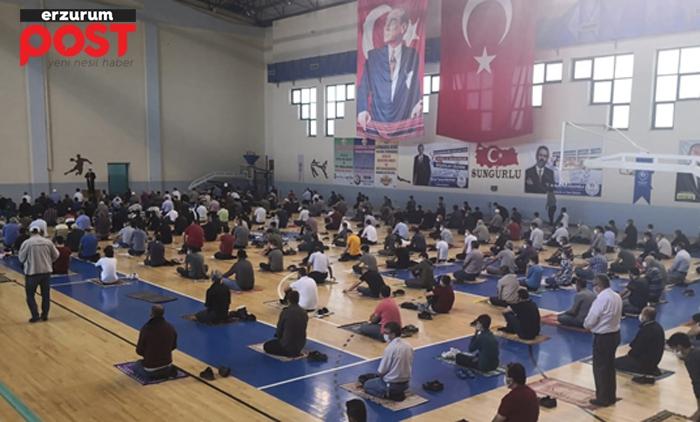 Erzurum'da spor salonları, cuma namazı için ibadete açıldı