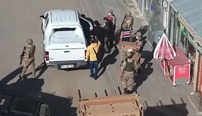 Jandarmadan Karayazı'da HDP operasyonu: 7 gözaltı!