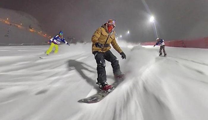 Gece kayağı gösterisi nefes kesti
